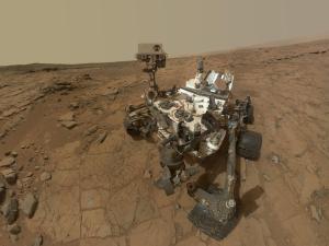 Curiosity_1600-1200