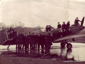 Women-at-Hamble-1944-5