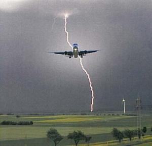Airplane-LightningStrike